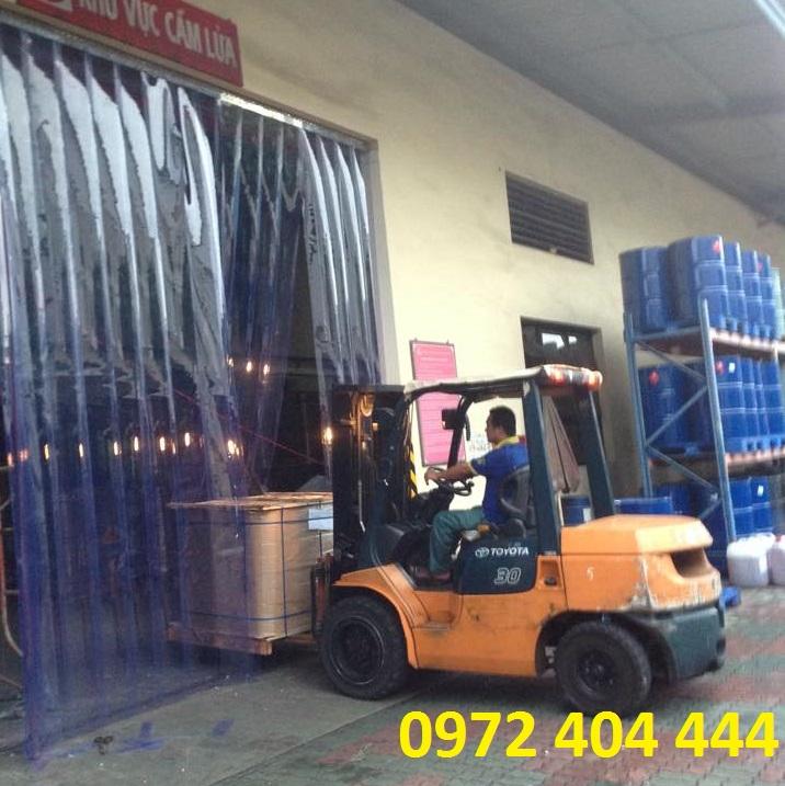 Màn nhựa PVC làm cửa nhà kho