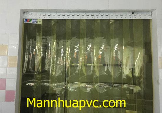 Man_nhua_PVC_ngan_con_trung_cho_nha_hang