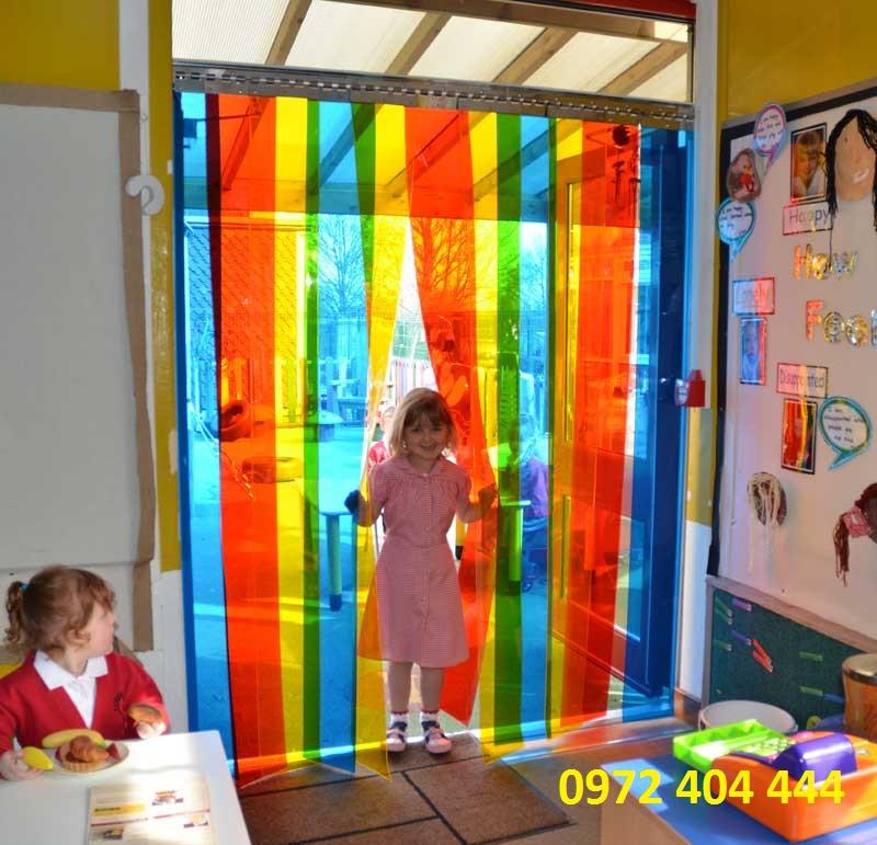 Lắp đặt màn nhựa PVC cho trường học
