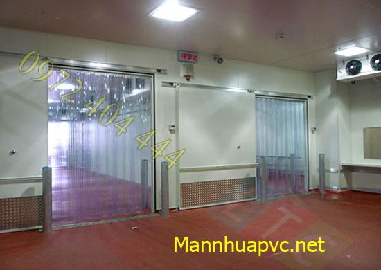 Công ty Lương Tiến chuyên thi công màn nhựa PVC tiêu chuẩn
