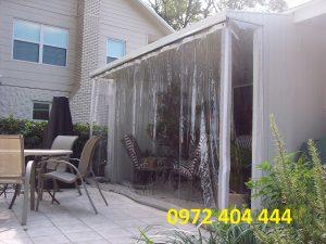 Lựa chọn màn nhựa PVC chắn mưa cho quán cà phê ven biển